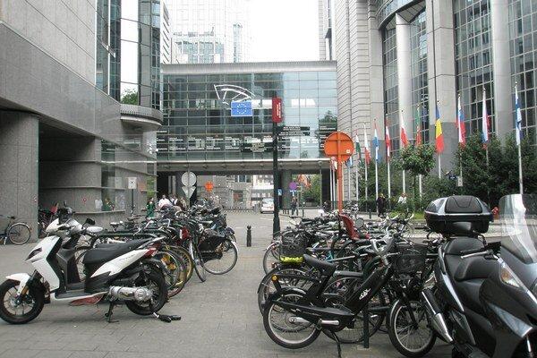 Zasadnutia Európskeho parlametu sa konajú striedavo v Bruseli a Štrasburgu.