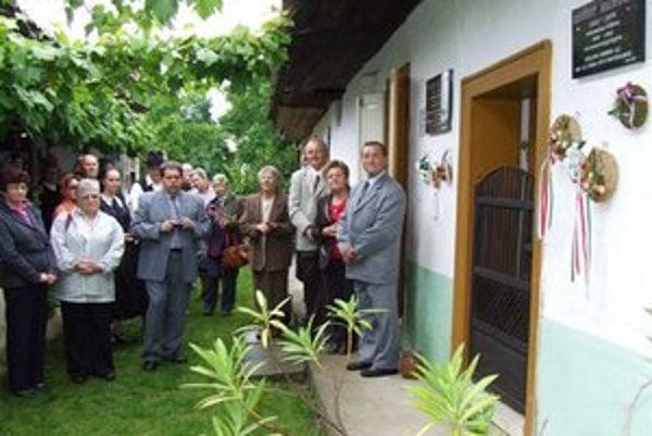 V Jure nad Hronom si pripomenuli 100. výročie narodenia kňaza a maliara Nándrora Szúdyho.