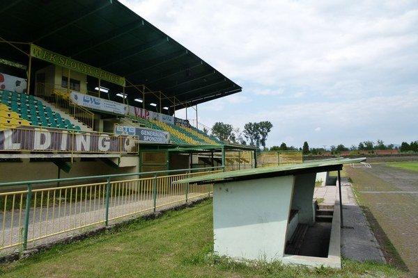 Na Slovensku má byť vynovených 21 futbalových štadiónov. Jedným z nich má byť aj levický štadión.