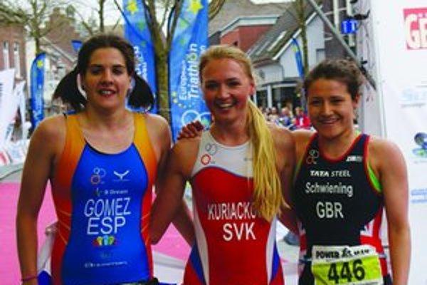 Ivana Kuriačková (v strede) opäť bodovala.