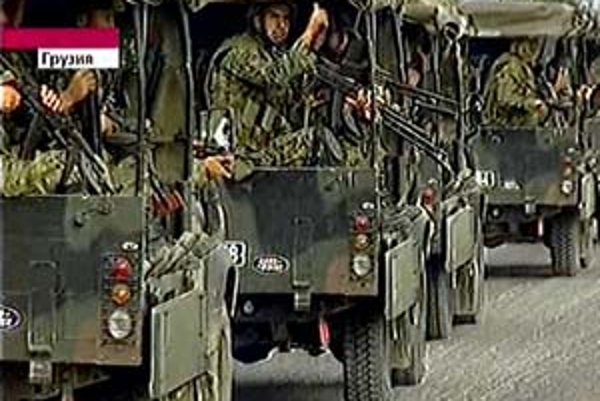 Zábery ruskej televízie na jednotky ruskej armády.