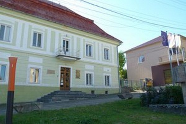 Na Obecnom úrade v Pukanci šéfuje zástupca starostu. Starosta prišiel o mandát.