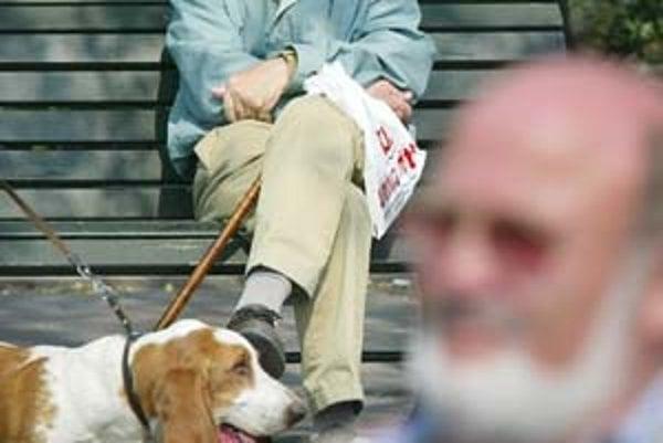 Mnohí dôchodcovia chcú pomôcť deťom, niekedy sa však sa dostanú do veľkých problémov.