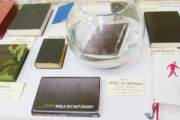 Na výstave Biblia na cestách návštevníci uvidia aj Bibliu, ktorá je vodeodolná.