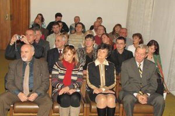 Účastníci stretnutia Olympijského klubu Alojza Szokolyiho v Šahách. Medzi nimi boli aj hostia z Maďarska a účastníci olympiád.
