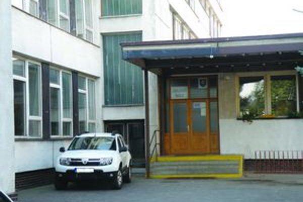 Levickú 6. základnú školu mali začať rekonštruovať 1. júla.