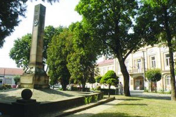 Pre obnovu Hlavného námestia v Šahách dala ruská strana súhlas na jeho presunutie o 30 metrov ďalej.