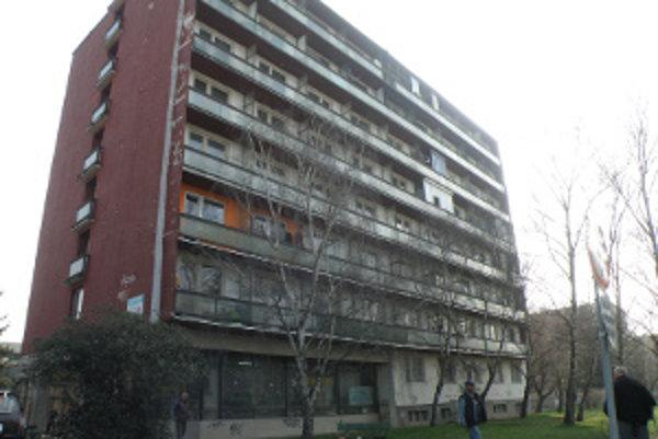 Byty na Poľnej ulici v Leviciach. Balkóny si vyžadujú rekonštrukciu.