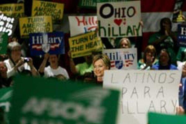 V Texase by Hillary Clintonovej mali pomôcť Hispánci, v Ohiu zasa staršie ženy.