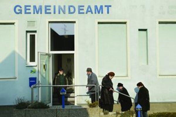 V malebnej dedinke Wolfsthal prišlo voliť takmer 80 percent obyvateľov.