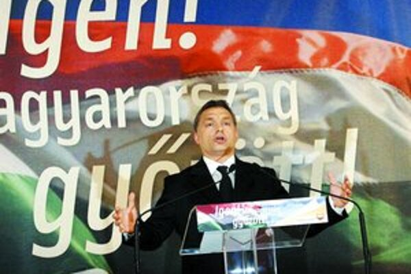 Líder maďarskej opozičnej strany Fidezs Viktor Orbán je víťazom víkendového referenda v Maďarsku. Ľudia hlasovali za to, čo chcel: za zrušenie poplatkov v nemocniciach a školstve.
