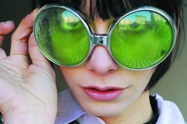 Dorota Nvotová (25) je dcérou herečky Anny Šiškovej a hudobníka Jara Filipa. Vydala dva sólové albumy, pôsobila v skupine Overground spolu so svojím bývalým manželom Whiskym, členom punkrockovej skupiny Slobodná Európa. Je autorom scénickej hudby a zahral
