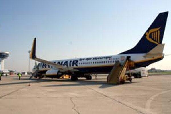 Európska Komisia skúma, či Ryanair neoprávnene neplatil bratislavskému letisku nižšie poplatky než jeho konkurenti.