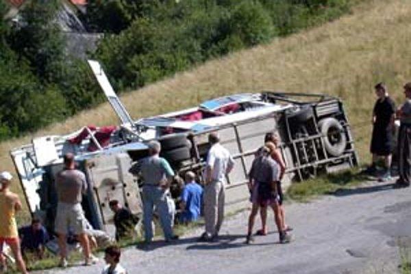 Nehoda autobusu v Úhornej má najtragickejšiu bilanciu z podobných havárií na Slovensku.
