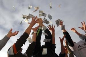Už na konci mesiaca Európska komisia naznačí, či nám euro odklepne.