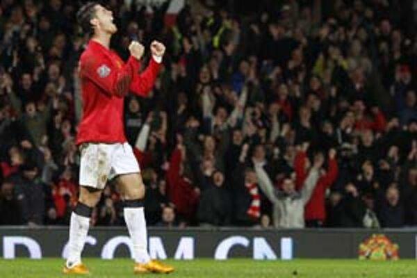 Cristian Ronaldo sa teší po jednom z gólov do siete Newcastle United. Manchester vyhral 6:0 a vyhupol sa na čelo tabuľky.