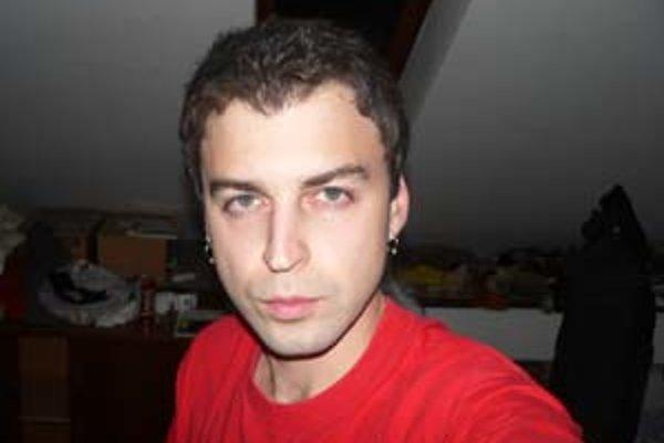 Radovan Čerevka (narodený v roku 1980 v Košiciach), zakladateľ a člen košickej umeleckej skupiny Kassa Boys. Absolvoval Fakultu umenia TU v Košiciach. V roku 2005 bol finalistom Ceny Oskára Čepana. Má za sebou mnoho výstav. Na spodnej snímke je jeho proje