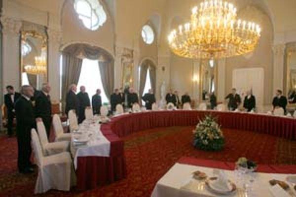 Premiér Robert Fico včera pozval do svojho úradu predstaviteľov cirkví registrovaných na Slovensku.