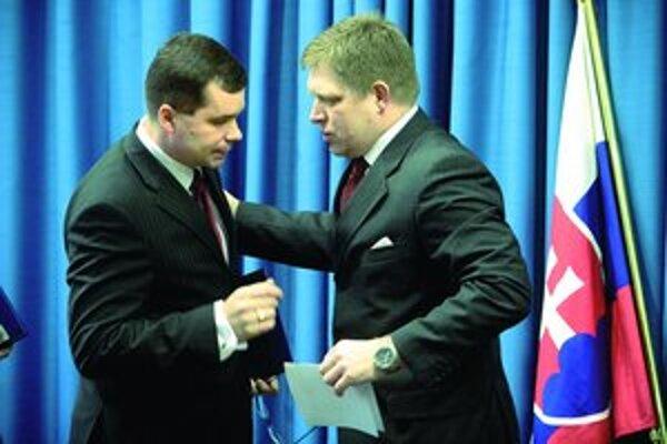 Možno je to nespravodlivé, ale taká je politika, povedal včera pri lúčení ministra obrany premiér Robert Fico.