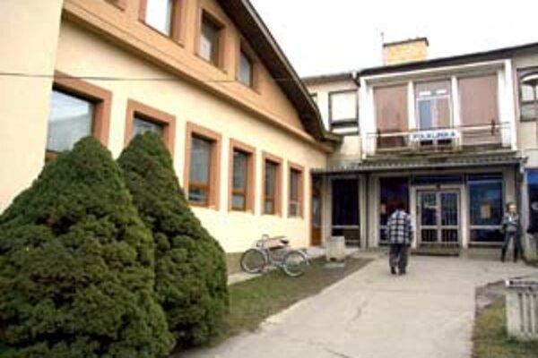 Termín na vypratanie ambulancií polikliniky v Poltári uplynie dnes.