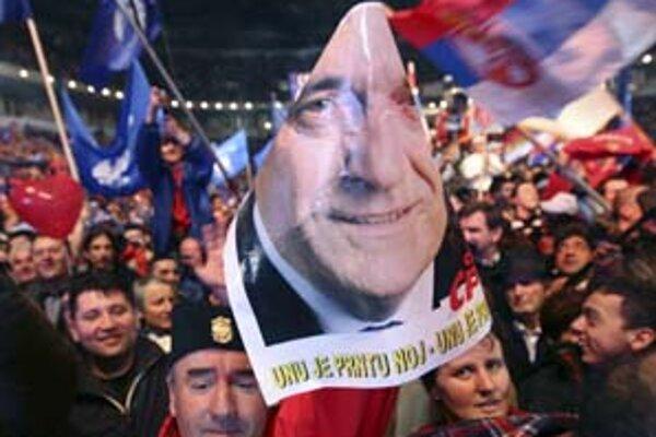 Nikoličovi stúpenci počas posledného mítingu v Belehrade.