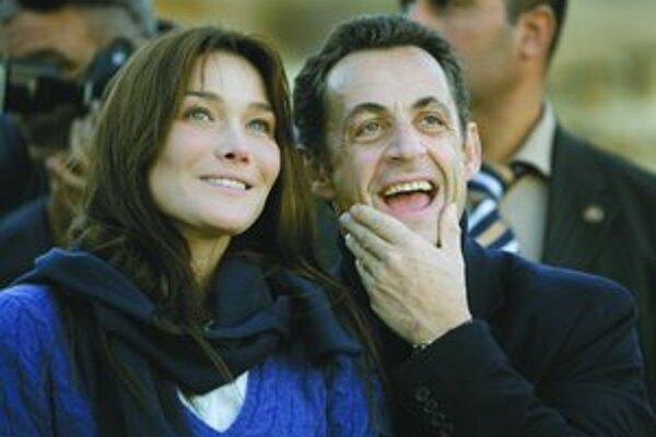 Francúzsky prezident Sarkozy so svojou manželkou Carlou Bruniovou.