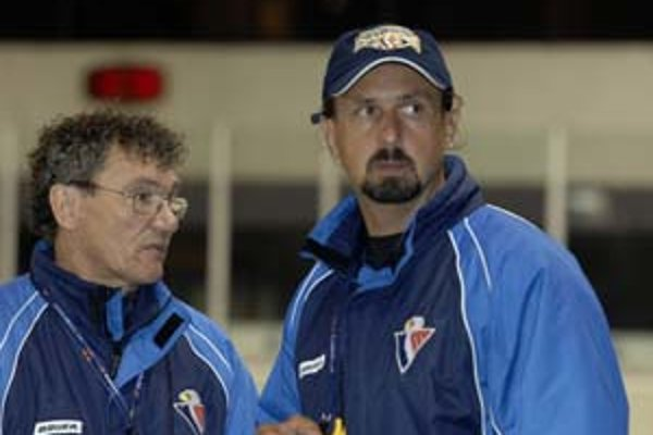 Tréneri Slovana náskok v tabuľke nepreceňujú, pozerajú sa iba dopredu. Miroslav Miklošovič so Zdenom Cígerom.