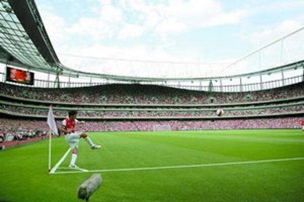 Návštevnosť na novom štadióne Arsenalu Emirates posunula londýnsky klub v tabuľke bohatých vyššie.