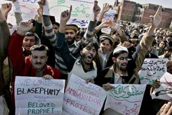 Proti karikatúram Mohameda protestovali v Pakistane študenti islamu. Žiadali vyhostiť dánskeho veľvyslanca.