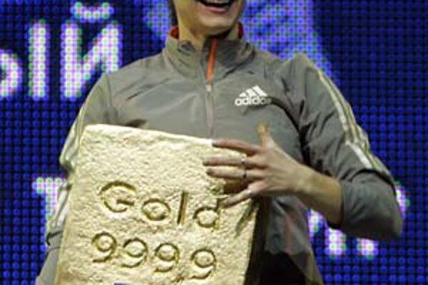 Jelena Isinbajevová s víťazným kilogramom zlata.