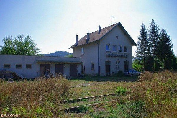 Železničná stanica v Plaveckom Mikuláši.