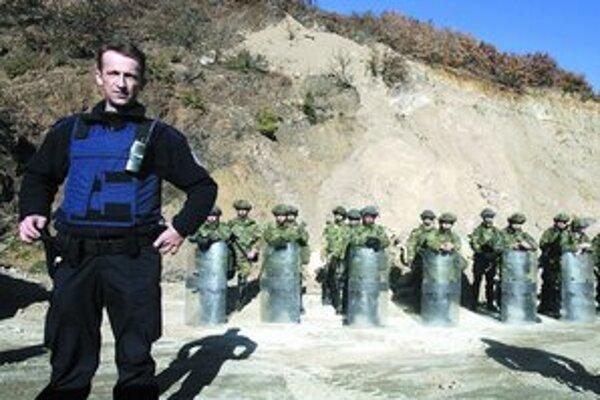 Po útoku zablokovalo KFOR cestu k hraniciam.