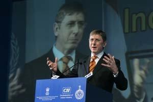 Maďarskú ústavu treba zmeniť a potvrdiť referendom, hovorí expremiér
