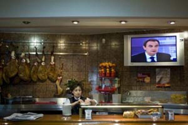 Televíznu debatu sledovali Španieli aj v baroch a reštauráciách.
