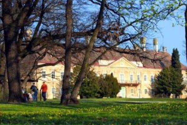 Prechádzku po parku budete môcť absolvovať aj so sprievodcom.