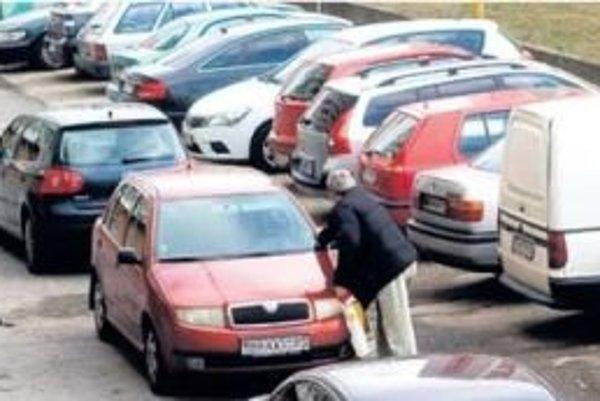 Parkovanie v Malackách bude platené.