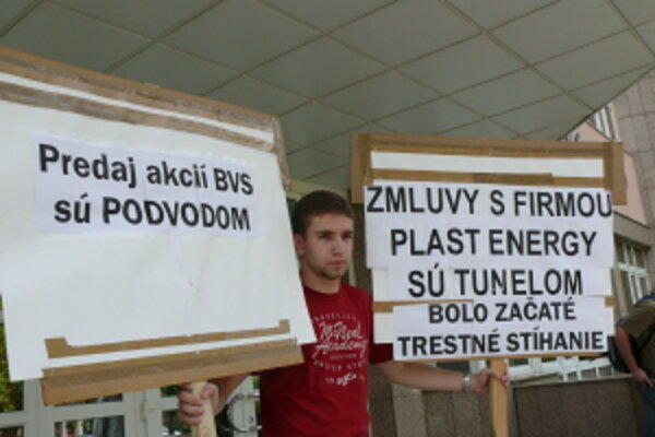 Protest proti predaju senických akcii BVS Skalici.