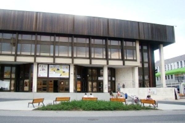Kino Mladosť v Senici.