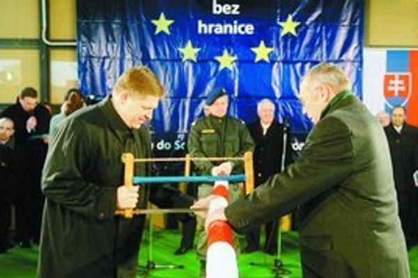 Premiér Robert Fico prepílil s rakúskym kancelárom Alfredom Gusenbauerom poslednú závoru.