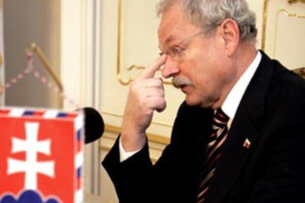 Bývalý učiteľ práva, generálny prokurátor, predseda parlamentu a dnes prezident Ivan Gašparovič podpísal zákon, o ktorom vie, že je v rozpore s ústavou.