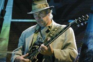 Kanadský hudobník Neil Young.