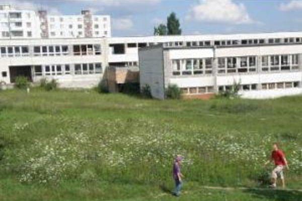 Predaj rozostavenj školy nebol úspešný.