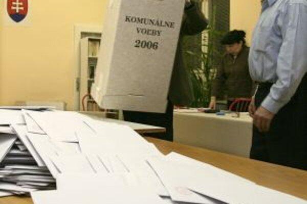 Víťazi komunálnych volieb pred štyrmi rokmi sa v Senici, Skalici, Holíči i Malackách pokúsia o hlasy voličov znova.