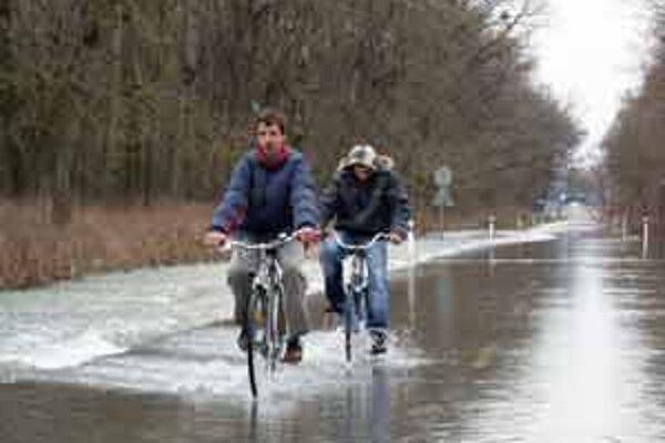 Cesta z Moravského Svätého Jána do Rakúska bola zatvorená aj nedávno.
