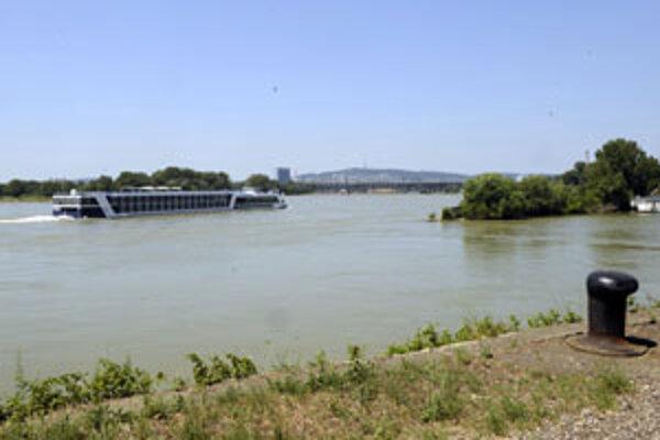 Novovybudovaný kanál má mať parametre vodnej cesty na Dunaji.