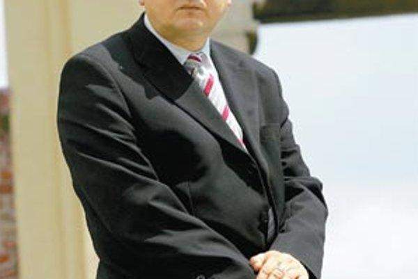 Ivan Klinec (1961) – ekonóm, prognostik a futurológ. V roku 1986 ukončil Vysokú školu ekonomickú. Do roku 1989 pracoval v Kabinete pre súhrnnú prognózu Slovenskej republiky do roku 2010 na pôde Ekonomického ústavu Slovenskej akadémie vied, kým nevznikol P