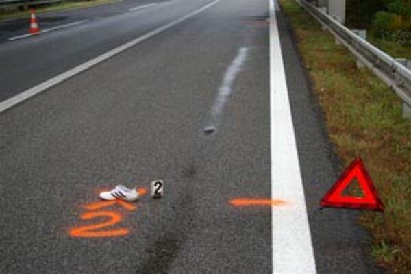 Mŕtve telo muža našli na diaľnici.