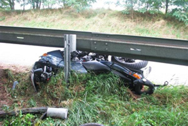 Motorkár zrejme nezvládol riadenie.