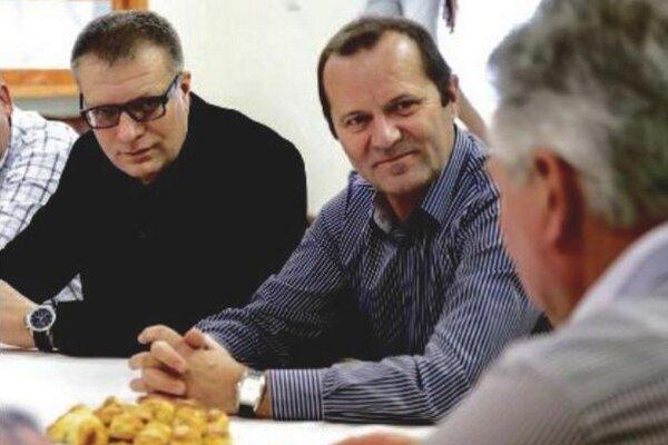 Zľava prezident SFZ Ján Kováčik a šéf ZsFZ Ladislav Gádoši.