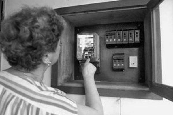 Pred odpojením si odpíšte stav elektromeru. Po tomto dátume, ak už ste elektrinu neodoberali, nemá distribútor dôvôd preddavky požadovať.